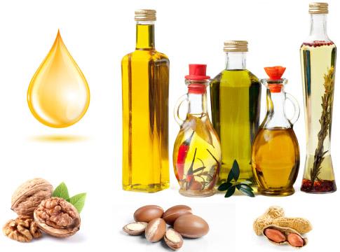 verschiedene Speiseöle aus Oliven, Nüssen und anderen Zutaten