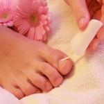 Medizinischer Nagellack sollte jeden Abend aufgetragen werden.