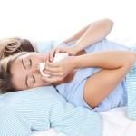 Hausstaubmilbenkot im Bett bringt Allergiker zum Niesen.