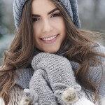 Die Kälte wirkt sich auf Haut und Haare aus. Sie brauchen jetzt viel Pflege.